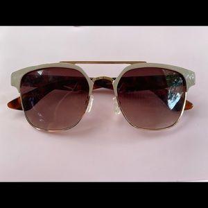 Tahari sunglasses